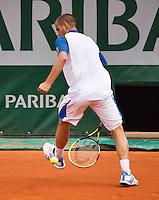 03-06-13, Tennis, France, Paris, Roland Garros,  Mikhail Youzhny hits the vall between his legs