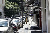 Campinas (SP), 25/03/2021 - Covid-SP - Comercio fechado na Rua Thomaz Alves. Movimentacao na regiao central de Campinas, no interior de Sao Paulo, nesta quinta-feira (25). A cidade vai ampliar as medidas restritivas na quarentena a partir desta sexta-feira (26). Com as novas regras, sera permitido o acesso de apenas uma pessoa por familia em servicos essenciais, como supermercados e padarias, e o drive-thru sera exclusivo para alimentacao - comercio em geral podera atender somente por delivery. (Foto: Denny Cesare/Codigo 19/Codigo 19)