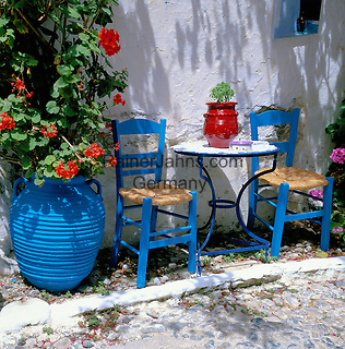 Greece, typical Al Fresco Scene   Griechenland, typisch griechische Szene im Freien