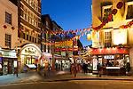 United Kingdom, London: Chinatown's Gerrard Street with Chinese New Year decorations | Grossbritannien, England, London: Gerrard Street in Chinatown mit Dekoration fuer das Chinesische Neujahrsfest - 2011 das Jahr des Hasen