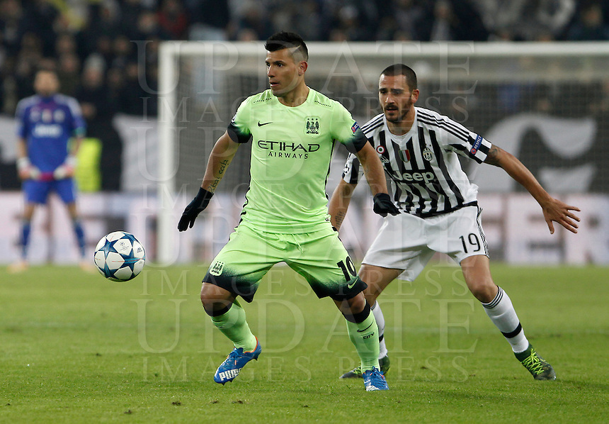 Calcio, Champions League: Gruppo D - Juventus vs Manchester City. Torino, Juventus Stadium, 25 novembre 2015. <br /> Manchester City's Sergio Aguero, left, is chased by Juventus' Leonardo Bonucci during the Group D Champions League football match between Juventus and Manchester City at Turin's Juventus Stadium, 25 November 2015. <br /> UPDATE IMAGES PRESS/Isabella Bonotto