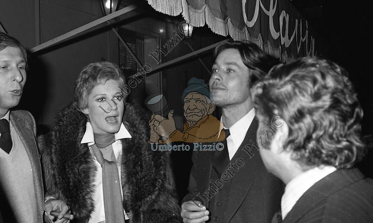 FEDERICO PANTANELLA CARLA GRAVINA E ALAIN DELON<br /> TAVERNA FLAVIA ROMA 1976