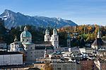 Oesterreich, Salzburger Land, Salzburg: Blick auf die Altstadt mit Dom und dem Untersberg | Austria, Salzburger Land, Salzburg: Old Town with Cathedral and Untersberg mountain