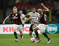Calcio, Serie A: Milan vs Juventus. Milano, stadio San Siro, 9 aprile 2016. <br /> Juventus' Alex Sandro, center, is challenged by AC Milan's Juraj Kucka, left, and Alex, during the Italian Serie A football match between AC Milan and Juventus at Milan's San Siro stadium, 9 April 2016.<br /> UPDATE IMAGES PRESS/Isabella Bonotto