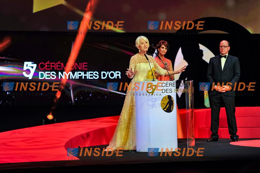 Remise du prix de Crystal Nymph par Mr  S A S Le Prince Albert II de Monaco et Linda Hardy (maitresse de ceremonie) a Dame Helen Mirren Monaco - 20/06/2017<br /> 57 festival TV Monte Carlo <br /> Foto Norbert Scanella / Panoramic / Insidefoto