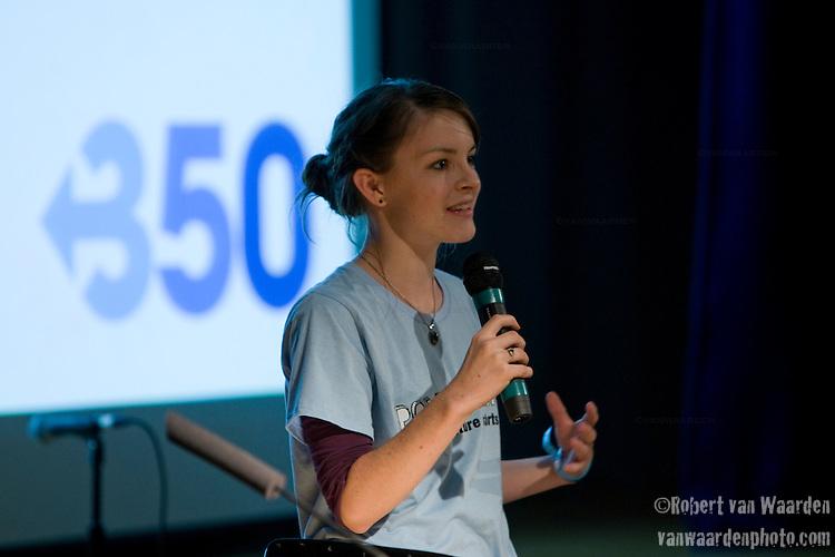 Erica Poole tells her story at Powershift UK. (©Robert vanWaarden)