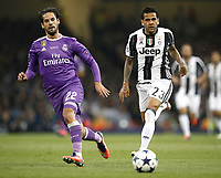 Calcio, Champions League: finale Juventus vs Real Madrid. Cardiff, Millennium Stadium, 3 giugno 2017.<br /> Juventus' Dani Alves (r) in action with Real Madrid's Isco (l) during the Champions League final match between Juventus and Real Madrid at Cardiff's Millennium Stadium, Wales, June 3, 2017. Real Madrid won 4-1.<br /> UPDATE IMAGES PRESS/Isabella Bonotto