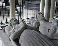 Statues on a tomb in a cemetery, Tomb of Abelard and Heloise, Pere Lachaise Cemetery, Paris, Ile-De-France, France