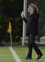 BOGOTA -COLOMBIA, 22-09-2015. Alberto Gamero técnico de Deportes Tolima (COL) gesticula durante partido de ida con Sportivo Luqueño (PAR) por los octavos de final, llave D, de la Copa Sudamericana 2015 jugado en el estadio Metropolitano de Techo de la ciudad de Bogotá./ Alberto Gmareo coach of Deportes Tolima (COL) gestures during the first leg match with Sportivo Luqueño (PAR) for the knockout round of the Copa Sudamericana 2015 played at Metropolitano de Techo stadium in Bogota city. Photo: VizzorImage / Gabriel Aponte / Staff