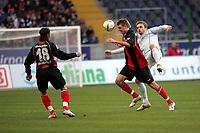 Kopfball Alex Meier (EIntracht Frankfurt) gegen Milorad Pekovic (FSV Mainz 05)