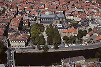 Europe/France/Midi-Pyrénées/46/Lot/Vallée du Célé/Figeac: Vue aérienne de la ville et église Saint Sauveur
