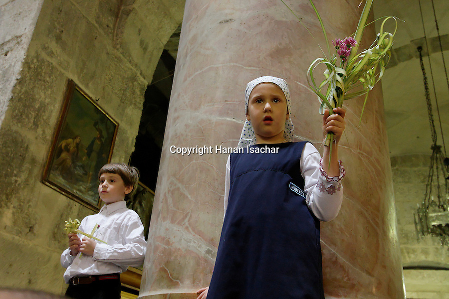 Israel, Jerusalem Old City, children watching the Palm Sunday ceremony at the Church of the Holy Sepulchre, 2005<br />