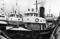 - porto di Genova, novembre 1975, approdo dei rimorchiatori<br /> <br /> - Port of Genoa, in November 1975, landing place of tug boats
