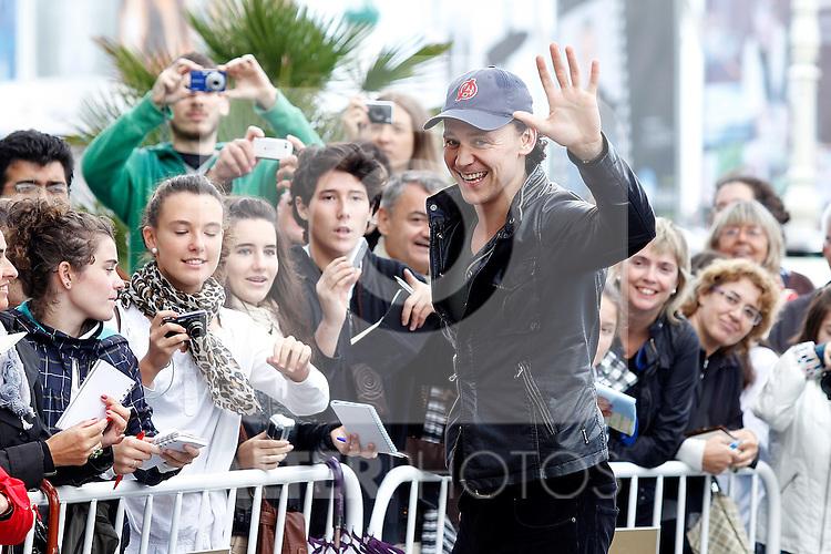 Actor Tom Hiddleston with the fans during the 59th San Sebastian Donostia International Film Festival - Zinemaldia.September 18,2011. Photo: Acero / Alter / ALFAQUI
