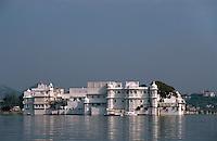 Indien, Udaipur, Lake Palace Hotel im Lake Pichola
