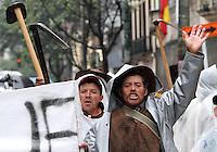 BOGOTA-COLOMBIA-07-05-2013.  Marcha  de protesta de los campesinos cultivadores de papa y cebolla  de Boyacá y Cundinamarca contra el TLC y el abandono estatal por falta de subsidios para sus productos ,en la plaza de Bolivar y  frente al ministerio de agricultura. Protest march of peasants potato and onion growers of Boyacá and Cundinamarca against NAFTA and government neglect for lack of subsidies for their products, in the Plaza de Bolivar and facing the agriculture ministry.. ( Photo / VizzorImage / Felipe Caicedo / Staff).