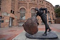 BOGOTÁ - COLOMBIA, 28-08-2017: Estatua de un torero en la Plaza de Toros La Santamaría en Bogotá, Colombia. / Bull fighter monument at La Santamaria Bullring in Bogota, Colombia. Photo: VizzorImage/ Gabriel Aponte / Staff