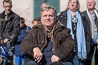 """Unter dem Motto """"Versprochen ist Versprochen …Keine Haushaltstricks auf Kosten der Teilhabe behinderter Menschen"""" fand am Mittwoch den 18. Maerz 2015, eine Protestkundgebung von Menschen mit Behinderung vor dem Bundeskanzleramt statt. Sie protestierten gegen die Plaene, die Kosten fuer Betreuung und medizinische Hilfen zu kuerzen.<br /> Die Plaene der CDU-SPD Regierung sehen unter anderem vor, dass behinderte Menschen, die aufgrund ihrer Behinderung auf Unterstuetzung angewiesen sind, sowie ihre Partnerinnen und Partner nicht mehr als 2.600 Euro ansparen duerfen. Zudem werden die Kosten auf ihr Einkommen angerechnet.<br /> Im Bild: Dr. Ilja Seifert, MdB der Linkspartei.<br /> 18.3.2015, Berlin<br /> Copyright: Christian-Ditsch.de<br /> [Inhaltsveraendernde Manipulation des Fotos nur nach ausdruecklicher Genehmigung des Fotografen. Vereinbarungen ueber Abtretung von Persoenlichkeitsrechten/Model Release der abgebildeten Person/Personen liegen nicht vor. NO MODEL RELEASE! Nur fuer Redaktionelle Zwecke. Don't publish without copyright Christian-Ditsch.de, Veroeffentlichung nur mit Fotografennennung, sowie gegen Honorar, MwSt. und Beleg. Konto: I N G - D i B a, IBAN DE58500105175400192269, BIC INGDDEFFXXX, Kontakt: post@christian-ditsch.de<br /> Bei der Bearbeitung der Dateiinformationen darf die Urheberkennzeichnung in den EXIF- und  IPTC-Daten nicht entfernt werden, diese sind in digitalen Medien nach §95c UrhG rechtlich geschuetzt. Der Urhebervermerk wird gemaess §13 UrhG verlangt.]"""