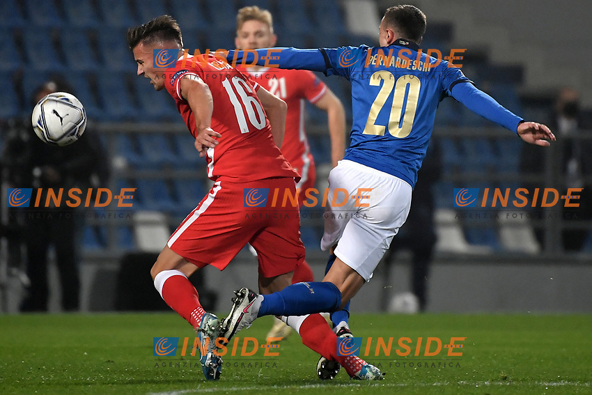 Arkadiusz Reca of Poland and Federico Bernardeschi of Italy compete for the ball during the Uefa Nation League Group Stage A1 football match between Italy and Poland at Citta del Tricolore Stadium in Reggio Emilia (Italy), November, 15, 2020. Photo Andrea Staccioli / Insidefoto