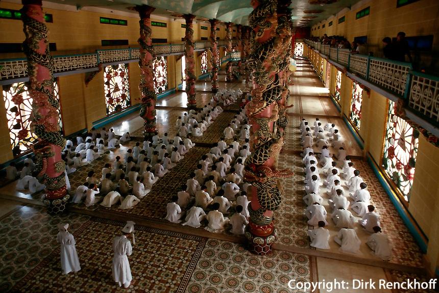 Gottesdienst in der Cao Dai-Kathedrale in Tay Ninh, Vietnam