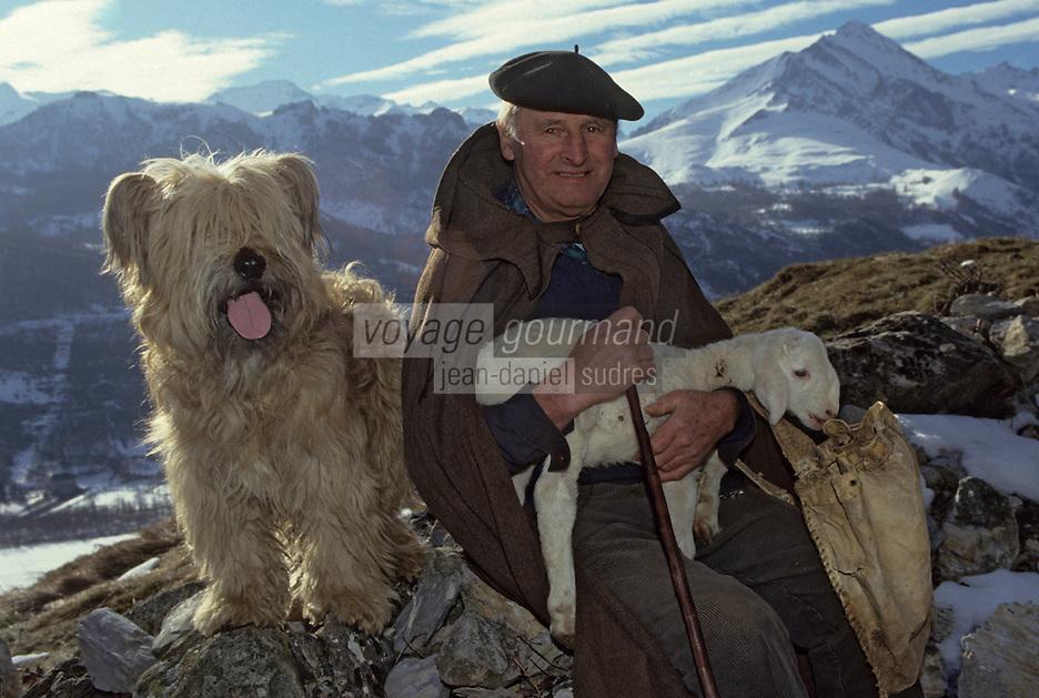 Europe/France/Midi-Pyrénées/65/Hautes-Pyrénées/Vallée d'Azun/Aucun: Monsieur Bunes, berger posant avec son chien de berger et un agneau [Non destiné à un usage publicitaire - Not intended for an advertising use]<br /> PHOTO D'ARCHIVES // ARCHIVAL IMAGES<br /> FRANCE 1980