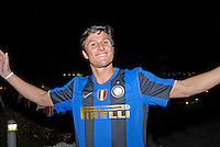 Javier Zanetti, capitano Inter, festa scudetto 2009, con famiglia e amici