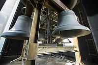 Die Glocken im Glockenturm im Berliner Tiergarten.<br /> Auf Initiative vom Carillonneur Jeffrey Bossin wurde der Glockenturm mit seinem Carillon, einem von Hand spielbaren Glockenspiel, zur 750 Jahr-Feier im Ortsteil Tiergarten errichtet.<br /> 7.9.2020, Berlin<br /> Copyright: Christian-Ditsch.de<br /> NUR FUER REDAKTIONELLE ZWECKE! Werbung nur auf Anfrage beim Fotografen. [Inhaltsveraendernde Manipulation des Fotos nur nach ausdruecklicher Genehmigung des Fotografen. Vereinbarungen ueber Abtretung von Persoenlichkeitsrechten/Model Release der abgebildeten Person/Personen liegen nicht vor. NO MODEL RELEASE! Don't publish without copyright Christian-Ditsch.de, Veroeffentlichung nur mit Fotografennennung, sowie gegen Honorar, MwSt. und Beleg. Konto: I N G - D i B a, IBAN DE58500105175400192269, BIC INGDDEFFXXX, Kontakt: post@christian-ditsch.de<br /> Bei der Bearbeitung der Dateiinformationen darf die Urheberkennzeichnung in den EXIF- und  IPTC-Daten nicht entfernt werden, diese sind in digitalen Medien nach §95c UrhG rechtlich geschuetzt. Der Urhebervermerk wird gemaess §13 UrhG verlangt.]