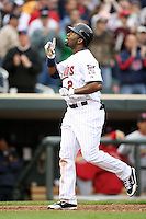 April 2, 2010: Denard Span of the Minnesota Twins in the first professional baseball game played at the Twins new home, Target Field. Photo by: Chris Proctor/Four Seam Images