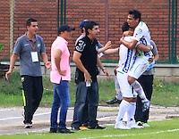 FLORIDABLANCA - COLOMBIA -25 -02-2015: Los jugador de Atletico Huila celebran el gol anotado al Alianza Petrolera durante partido entre Alianza Petrolera y Atletico Huila por la fecha 6 de la Liga Aguila I-2015, jugado en el estadio Alvaro Gomez Hurtado de la ciudad de Floridablanca. / The players of Atletico Huila celebrate a scored goal to Alianza Petrolera during a match between Alianza Petrolera and Atletico Huila for the date 6 of the Liga Aguila I-2015 at the Alvaro Gomez Hurtado Stadium in Floridablanca city, Photo: VizzorImage  / Duncan Bustamante / Str.