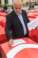 """Der tuerkische Verein """"Hacivat"""" organisierte am Montag den 15. Juli 2019 in Berlin ein Gedenken an die Opfer des Putsches am 15. Juli 2016. Die nationalistischen Erdogananhaenger (Eigenbezeichnung) und Sympathisanten der faschistischen """"Grauen Woelfe"""" stellten 251 symbolische Saerge vor dem Brandenburger Tor auf.<br /> Im Bild: Ein Veranstaltungsteilnehmer klebt die Namen der Toten auf die Saerge.<br /> 15.7.2019, Berlin<br /> Copyright: Christian-Ditsch.de<br /> [Inhaltsveraendernde Manipulation des Fotos nur nach ausdruecklicher Genehmigung des Fotografen. Vereinbarungen ueber Abtretung von Persoenlichkeitsrechten/Model Release der abgebildeten Person/Personen liegen nicht vor. NO MODEL RELEASE! Nur fuer Redaktionelle Zwecke. Don't publish without copyright Christian-Ditsch.de, Veroeffentlichung nur mit Fotografennennung, sowie gegen Honorar, MwSt. und Beleg. Konto: I N G - D i B a, IBAN DE58500105175400192269, BIC INGDDEFFXXX, Kontakt: post@christian-ditsch.de<br /> Bei der Bearbeitung der Dateiinformationen darf die Urheberkennzeichnung in den EXIF- und  IPTC-Daten nicht entfernt werden, diese sind in digitalen Medien nach §95c UrhG rechtlich geschuetzt. Der Urhebervermerk wird gemaess §13 UrhG verlangt.]"""