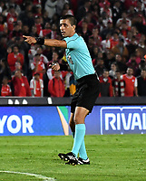 BOGOTA-COLOMBIA, 21-02-2020: Oscar Gomez, arbitro durante partido de la fecha 6 entre Independiente Santa Fe y America de Cali, por la Liga BetPLay DIMAYOR I 2020, en el estadio Nemesio Camacho El Campin de la ciudad de Bogota. / Oscar Gomez, referee during a match of the 6th date between Independiente Santa Fe and America de Cali, for the BetPlay DIMAYOR I Leguaje 2020 at the Nemesio Camacho El Campin Stadium in Bogota city. / Photo: VizzorImage / Luis Ramirez / Staff.