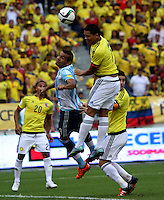 BARRANQUILLA  -COLOMBIA , 17 ,NOVIEMBRE-2015. Carlos Bacca jugador de Colombia   disputa el balon con Gabriel Mercado  de Argentina    por la fecha 4 de las eliminatorias para el mundial de Rusia 2018 jugado en el estadio Metropolita Roberto Meléndez./ Carlos Bacca of Colombia fights for the ball with Gabriel Mercado of Argentina  during   a match between Colombia and Argentina as part of FIFA 2018 World Cup Qualifier fourt date at Metropolitano Roberto Melendez Stadium on November 17, 2015 in Barranquilla, Colombia. Photo: VizzorImage / Felipe Caicedo / Staff