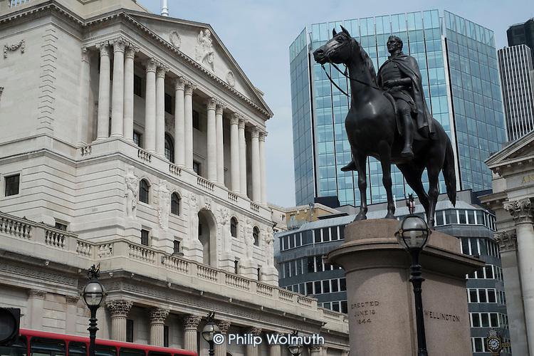 Duke of Wellington statue & Bank of England, Threadneedle Street, City of London