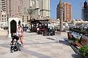 Doha Qatar novembre 2010. Il nuovo sviluppo immobiliare The Pearl. Solo una piccola parte è stata completata ed è accessibile al pubblico. The new real estate development The Pearl. At present only a little part of it has been finalized and it's open.