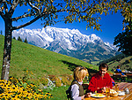 Austria, autumn at Salzburger Land, near Dienten, mountain inn and Hochkoenig mountain range (2.941 m), couple having a break, eating | Oesterreich, Herbststimmung im Salzburger Land, Jausenstation vorm Hochkoenig (2.941 m)
