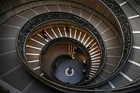 Scala Elicoidale a doppia spirale all'ingresso dei Musei Vaticani<br /> CoviTime.<br /> Musei Vaticani al tempo del Coronavirus.<br /> Vatican Museum at the time of the Coronavirus.