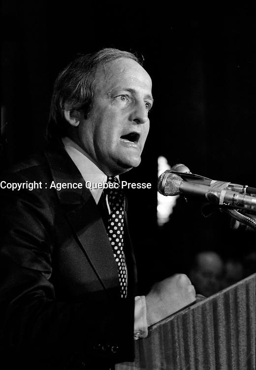 le chef de l'Union Nationale Gerard Loubier prononce un discours, le 14 janvier 1971 au Queen-Elizabeth.<br /> <br /> PHOTO : Agence Quebec Presse - Alain Renaud