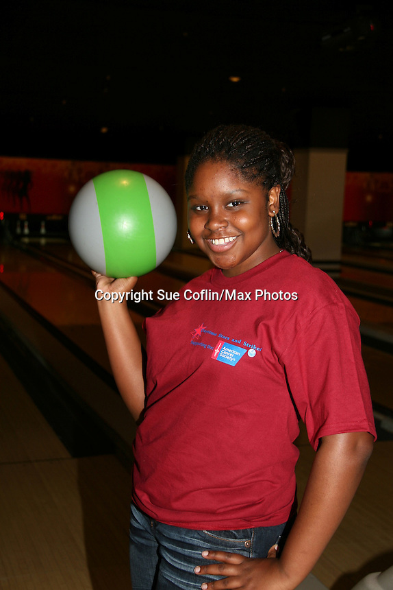 "One Life To Live's Shenell Edmonds ""Destiny"" bowls at the 2009 Daytime Stars and Strikes to benefit the American Cancer Society to benefit the American Cancer Society on October 11, 2009 at the Port Authority Leisure Lanes, New York City, New York. (Photo by Sue Coflin/Max Photos)"