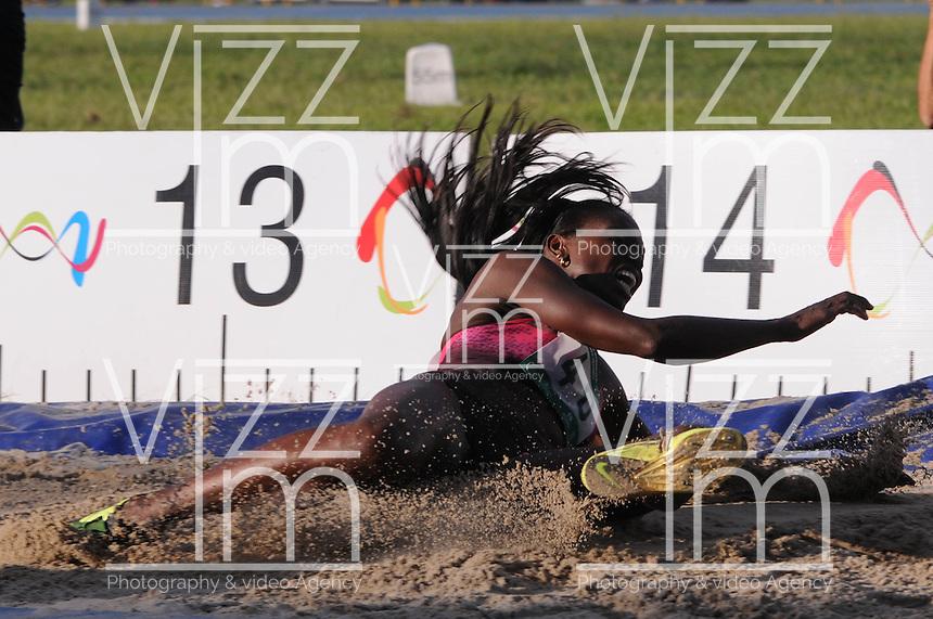 """MEDELLÍN -COLOMBIA-25-05-2013. La atleta colombiana Catherine Ibargüen logró 14,53 en su tercer intento en la prueba de salto triple durante el Grand Prix Internacional """"Ximena Restrepo"""" realizado en Medellín./ AthleteCatherine Ibargüen from Colombia achieved 14,53 in her third  attemp in triple jump women during the Grand Prix Internacional """"Ximena Restrepo"""" in Medellin. Photo: VizzorImage/STR"""