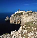 Portugal, Algarve, bei Sagres: Leuchtturm am Cabo de São Vicente | Portugal, Algarve, bei Sagres: Lighthouse at Cabo de São Vicente