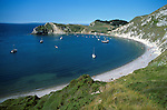 Great Britain, England, Dorset, Lulworth Cove: View over curved bay in Summer | Grossbritannien, England, Dorset, Lulworth Cove: Bucht an der Aermelkanal-Kueste