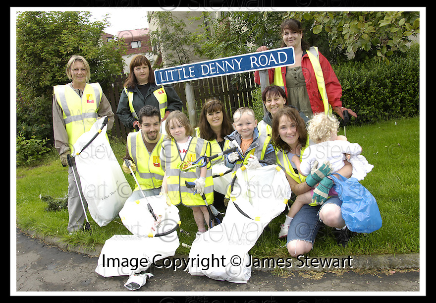 """25/07/2007       Copyright Pic: James Stewart.File Name : jspa02_denny.DENNY RESIDENTS """"BOLD"""" LITTER COLLECTING GROUP......James Stewart Photo Agency 19 Carronlea Drive, Falkirk. FK2 8DN      Vat Reg No. 607 6932 25.Office     : +44 (0)1324 570906     .Mobile   : +44 (0)7721 416997.Fax         : +44 (0)1324 570906.E-mail  :  jim@jspa.co.uk.If you require further information then contact Jim Stewart on any of the numbers above........."""