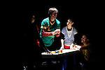 TIMEPROJECT<br /> <br /> Conception, mise en scène : Prue Lang<br /> Chorégraphie : Prue Lang avec Douglas Bateman, Norber Pape, Asha Thomas, Nina Vallon<br /> Lumières : Gilles Gentner<br /> Avec : Douglas Bateman, Norber Pape, Asha Thomas, Nina Vallon<br /> Lieu : Théâtre National de Chaillot<br /> Ville : Paris<br /> Date : 19/11/2013