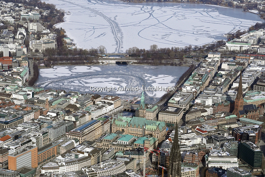 Hamburger Alster im Winter 2021: EUROPA, DEUTSCHLAND, HAMBURG, (EUROPE, GERMANY), 14.02.2021: Hamburger Alster im Winter 2021