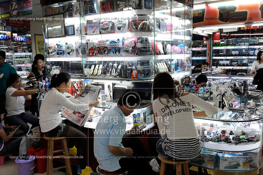 CHINA province Guangdong, city Guangzhou, export market for electronic and telecommunication products  / VR CHINA , Metropole Guangzhou Kanton, Exportmarkt fuer Unterhaltungselektronik und Produkte der Telekommunikation
