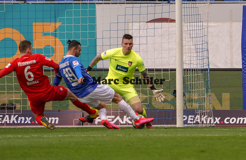 Serdar Dursun (SV Darmstadt 98) erzielt das Tor zum 1:0 gegen Torwart Kevin Müller (1. FC Heidenheim) und Patrick Mainka (1. FC Heidenheim) - 29.02.2020: SV Darmstadt 98 vs. 1. FC Heidenheim, Stadion am Boellenfalltor, 24. Spieltag 2. Bundesliga<br /> <br /> DISCLAIMER: <br /> DFL regulations prohibit any use of photographs as image sequences and/or quasi-video.