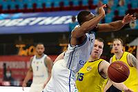 11-05-2021: Basketbal: Donar Groningen v Den Helder Suns: Groningen,  Donar speler Jarred Ogungbemi-Jackson in duel met Den Helder speler Dyon Halman
