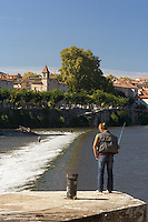 Peche au lancer dans la riviere le lot, a Cahors.	<br /> Rod and reel fishing in the river the batch, has Cahors.