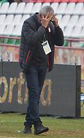 TUNJA - COLOMBIA, 24-03-2018:Desesperación del director técnico del Independiente Santa Fe al perder 3 goles por uno con Boyacá Chicó durante partido por la fecha 10 de la Liga Águila I 2018 jugado en el estadio La Independencia de la ciudad de Tunja . /Gregorio Perez coach of Indpendiente Santa Fe reacts during macth agaisnt Boyaca Chico  for the date 10 of the Aguila League I 2018 at La Independencia  stadium in Tunja  city. Photo: VizzorImage/ José Miguel Palencia /  Contribuidor