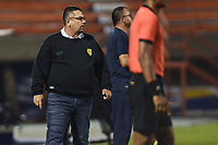 ITAGÜÍ - COLOMBIA, 25-02-2020: Alvaro Hernandez, técnico de Leones, gesticula durante el encuentro entre Leones F.C. y Atlético Huila por la fecha 4 de la Torneo BetPlay DIMAYOR I 2020 jugado en el estadio Polideportivo Sur de Envigado. / Alvaro Hernandez, coach of Leones gestures during the match between Leones F.C. and Atletico Huila between Leones F.C. and Atletico Huila for the date 4 of the BetPlay DIMAYOR Tournament I 2020 played at Polideportivo Sur stadiim in Envigado city.  Photo: VizzorImage / Leon Monsalve / Cont